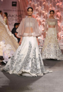 manish-malhotra_lakme-fashion-week_w-f-2016_indian-fashion-online_indian-fashion-blog_scarlet-bindi_neha-oberoi6